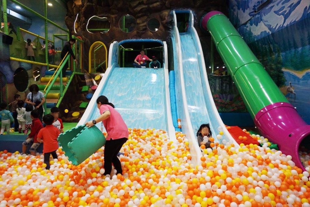 【室內親子景點】桃園騎士堡小紅帽的家~小孩超愛的親子遊樂園(桃園新光三越大有店)